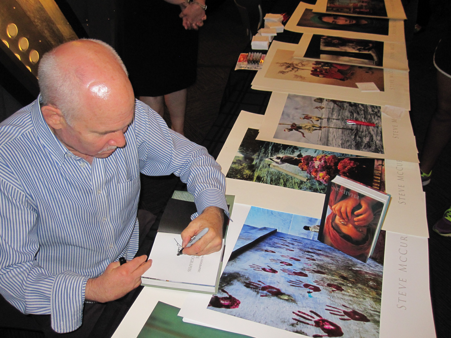 2012-09 - Steve McCurry Autographing